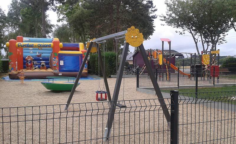 camping-jardins-de-kergal-aire-de-jeux.jpg