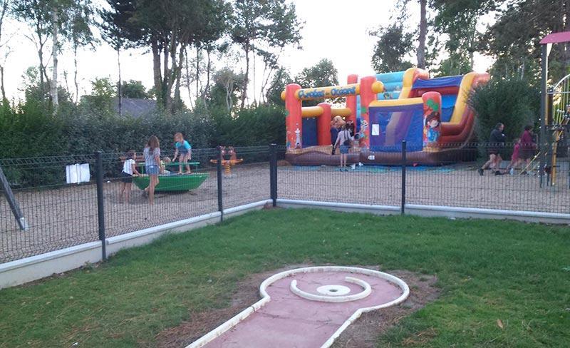 camping-jardins-de-kergal-mini-golf
