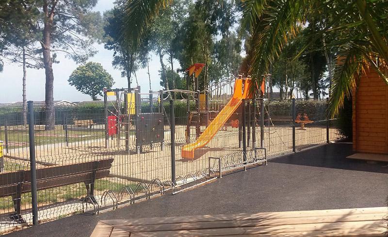 camping-jardins-de-kergal-toboggan-enfants