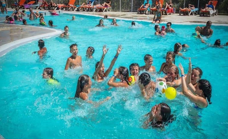 camping-la-clape-piscine-exterieure (2).jpg