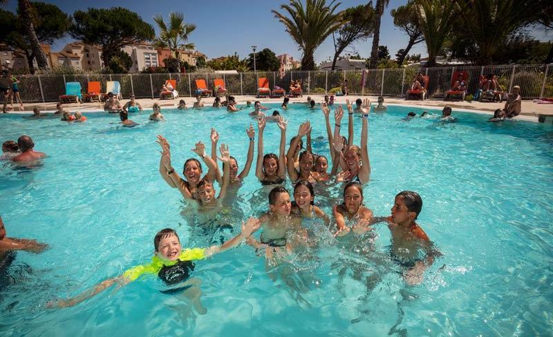 camping-la-clape-piscine-exterieure.jpg