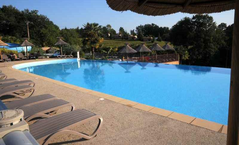 camping-la-linotte-piscine-debordement.JPG