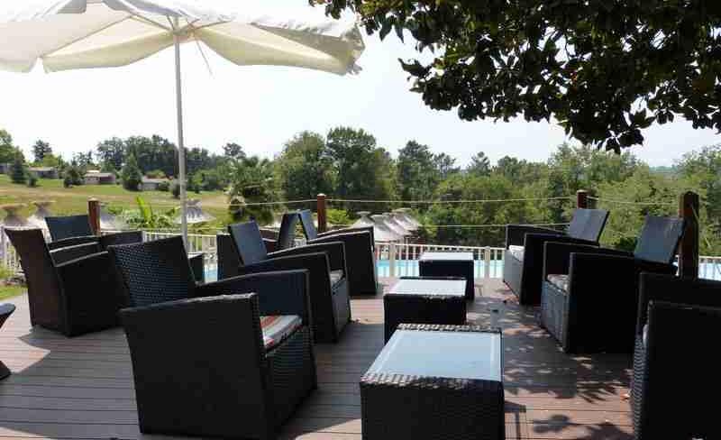 camping-la-linotte-terrasse-piscine (2).JPG