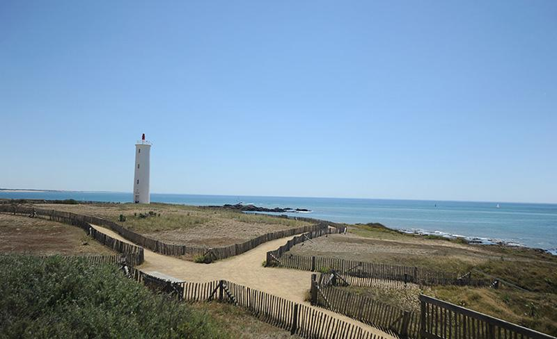camping-la-paree-preneau-region_plage_phare