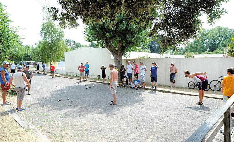 camping-la-paree-preneau-sport_petanque