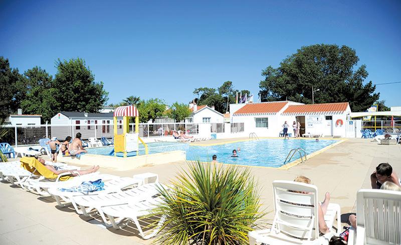 camping-la-paree-preneau_piscine_espace_aquatique