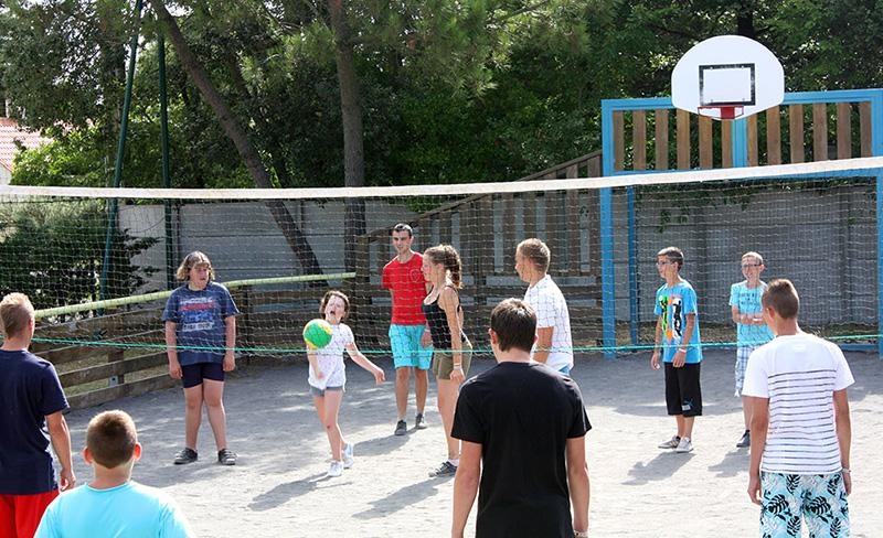camping-la-paree-preneau_sport_tournois_volleyball