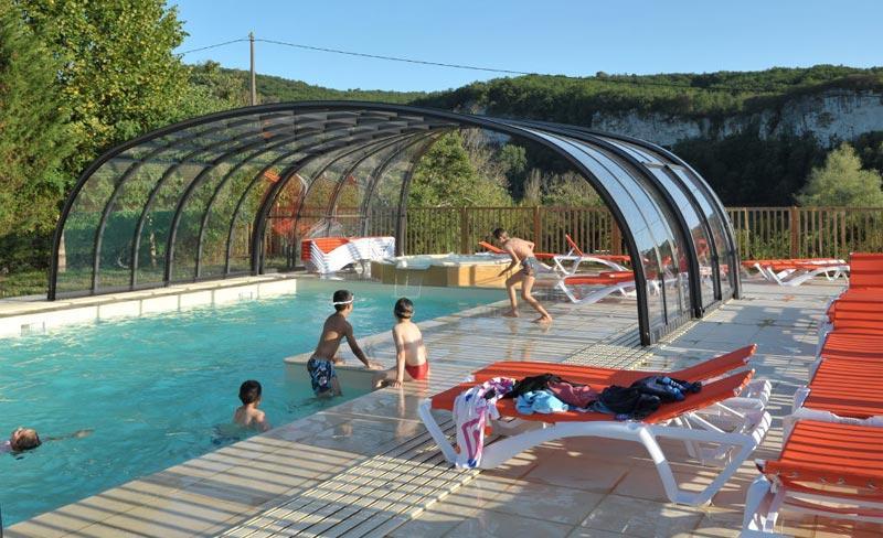 camping-la-sagne-piscine-couverte.jpg
