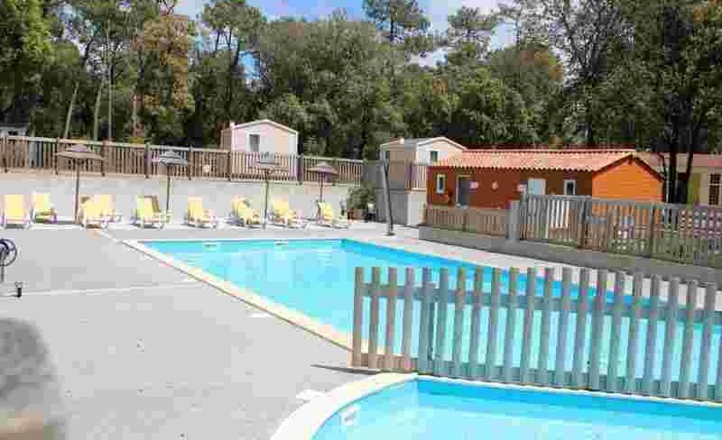 camping-la-ventouse-piscine.jpg