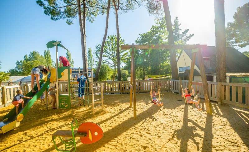 camping-le-fort-espagnol-aire-de-jeux.jpg