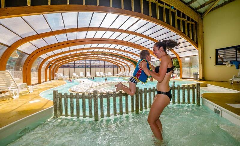 camping-le-fort-espagnol-piscine-couverte.jpg