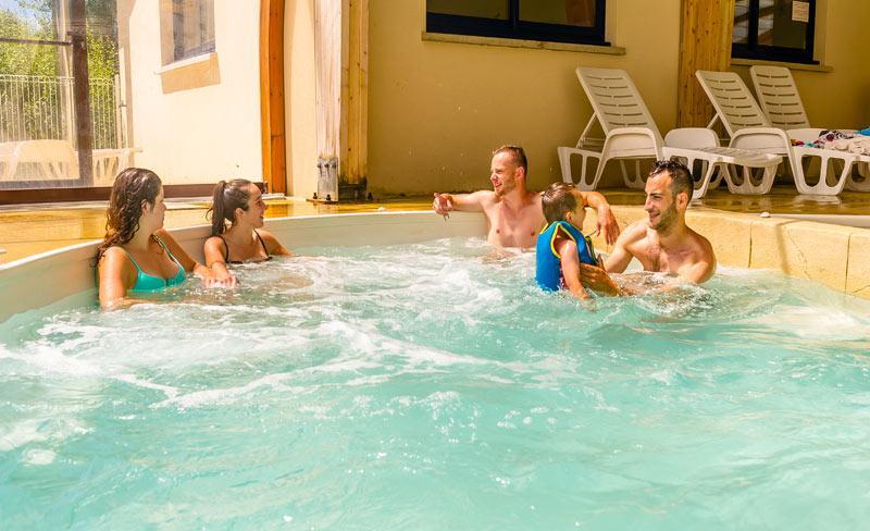 camping-le-fort-espagnol-piscine-inter.jpg