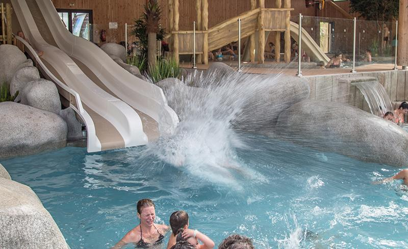 camping-le-palace-toboggan-piscine couverte
