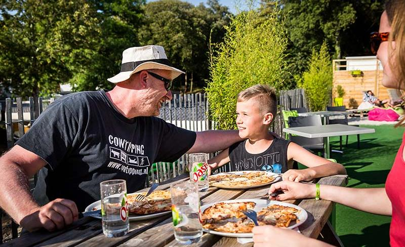 camping-le-petit-rocher-vendee-services-restaurant