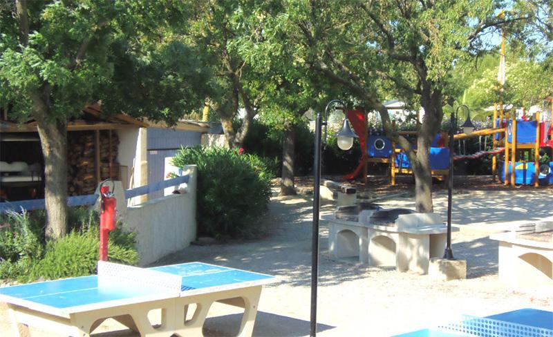 camping-les-amandiers-loisirs-tennis-de-table