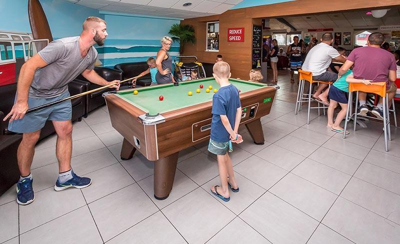 camping-les-pirons-loisirs-jeux-bar-2019