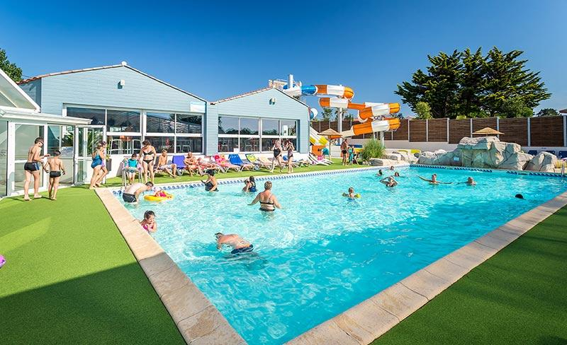 camping-les-pirons-piscine-exterieure-2019