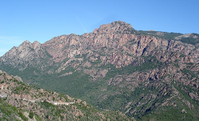 camping-liscia-calcatoggio-montagne