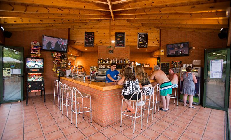 camping-llosa-costa-dorada-services-bar