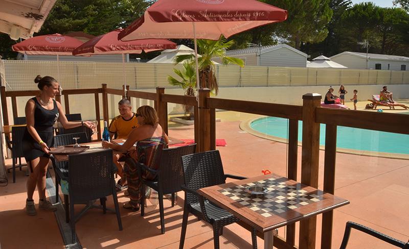 camping-maiana-la-grande-motte-services-bar-terrasse
