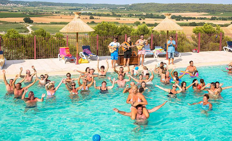 camping-mer-et-camargue-animations-piscine
