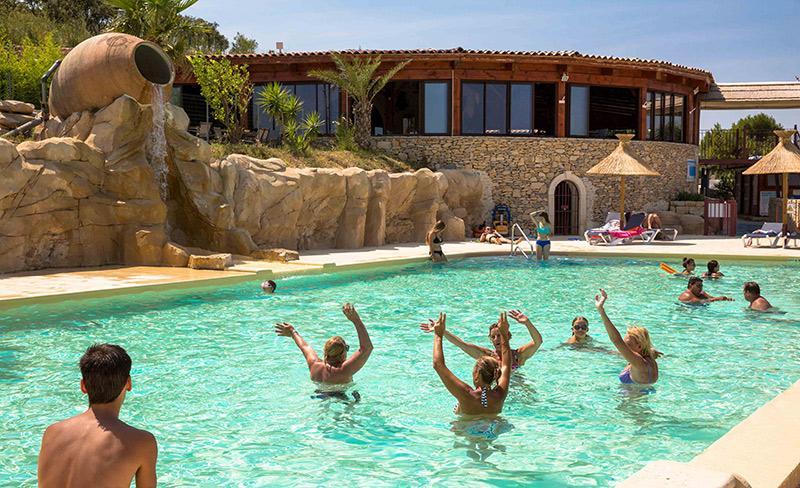 camping-mer-et-camargue-restau-et-piscine