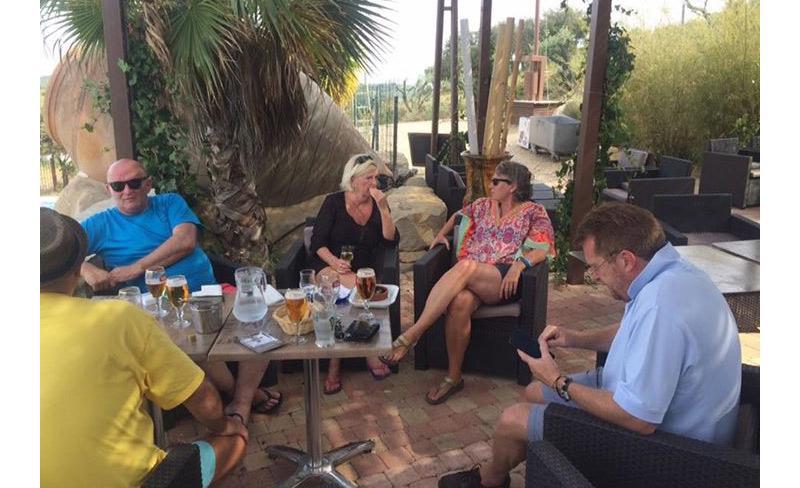 camping-mer-et-camargue-services-bar