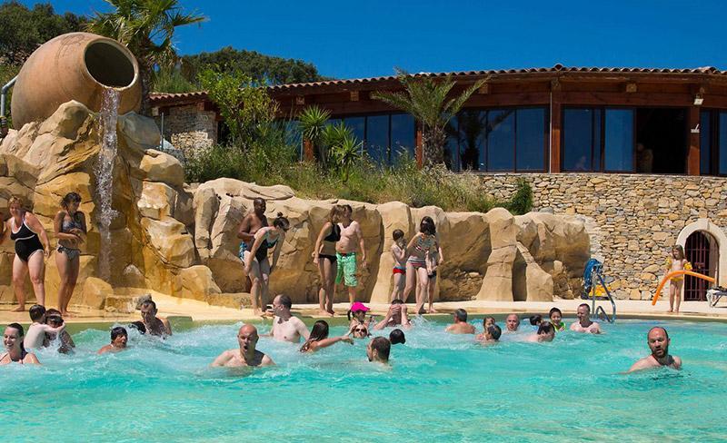 camping-mer-et-camargue-vue-piscine