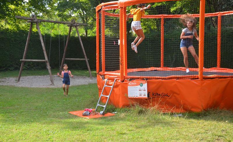 camping-mijeannes-ariege-equipements-jeux-gonflable