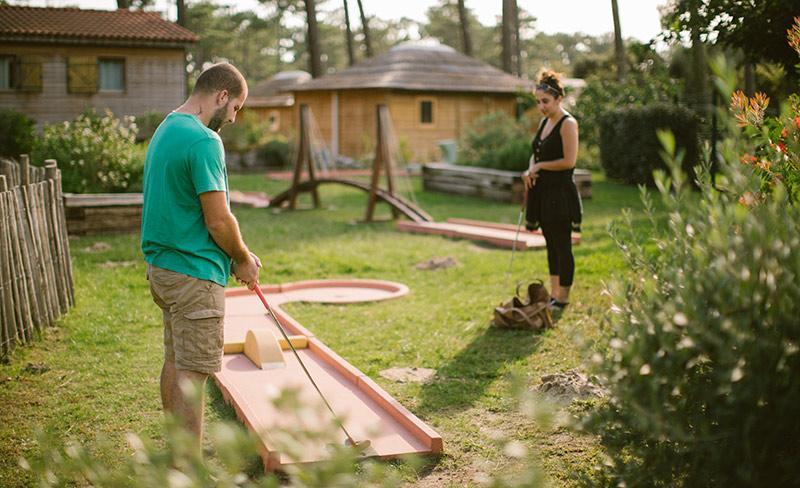 camping-natureo-jeux-mini-golf