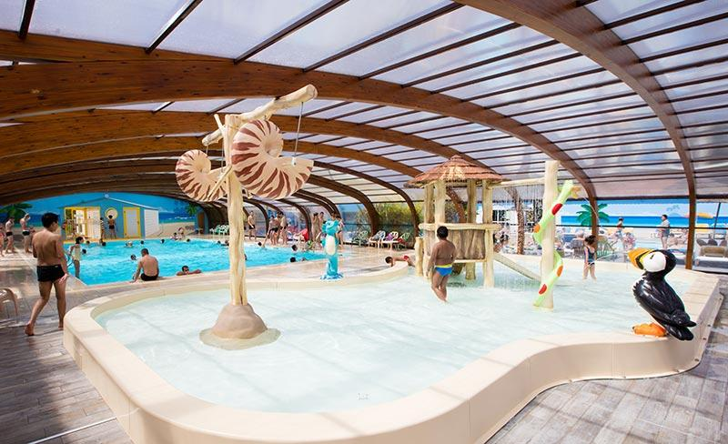 camping-oleron-loisirs-jeux-enfants-piscine-couverte