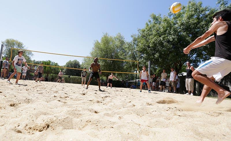 camping-oleron-loisirs-beach volley.jpg