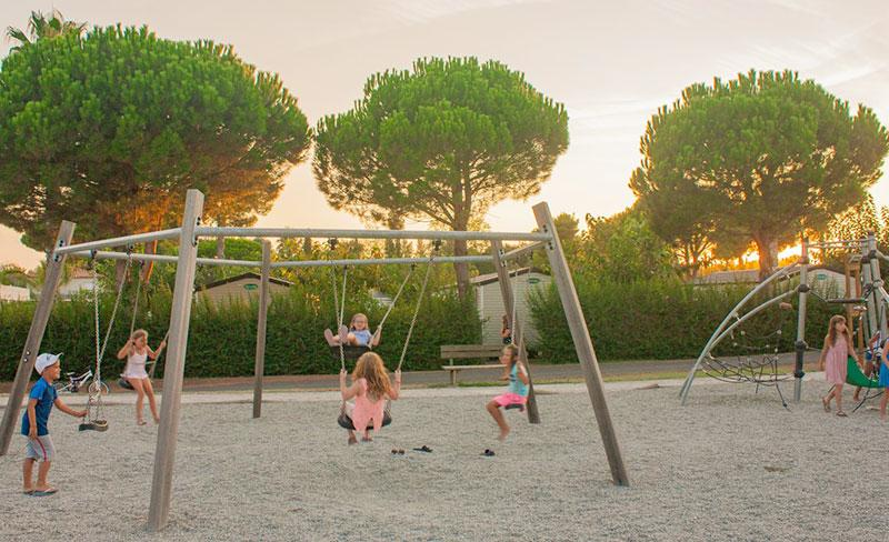 camping-pearl-argeles-balancoire