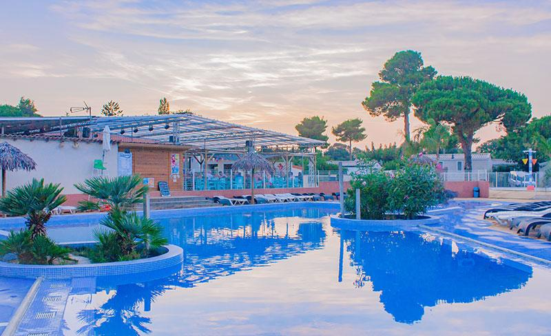 camping-pearl-argeles-piscine-bar