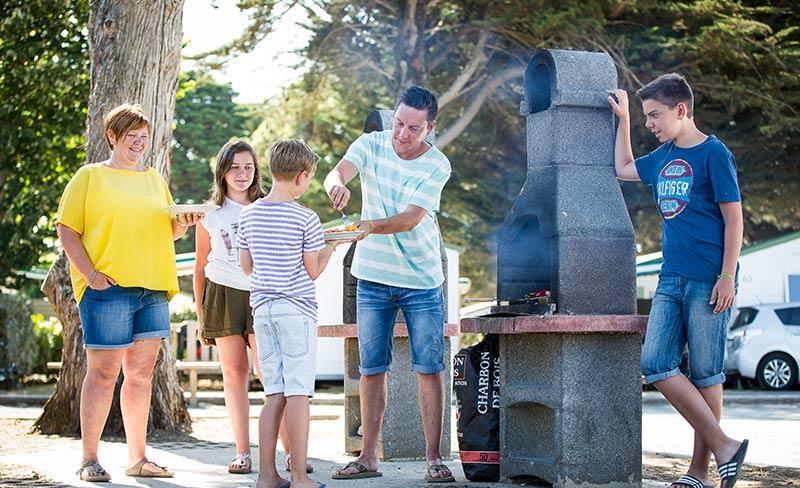 camping-peupliers-ile-de-re-barbecue