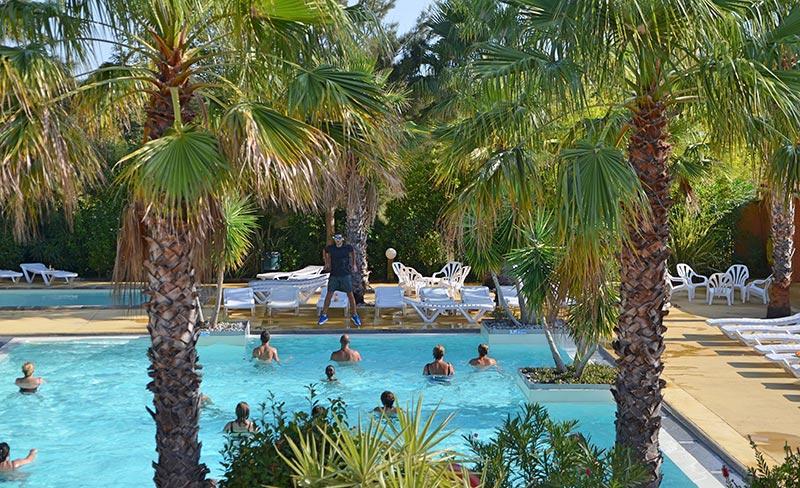 camping-pinede-enchantee-aquagym-piscine