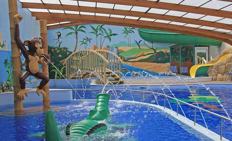 camping-pomme-de-pin-vendee-piscine-couverte