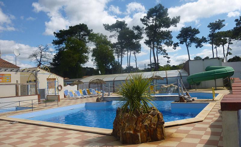 camping-pomme-de-pin-vendee-piscine-exterieure