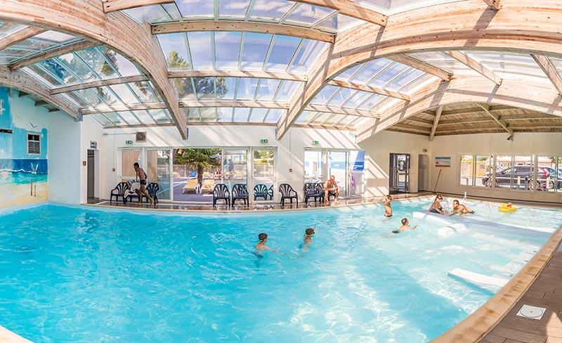 camping-riez-a-la-vie-vendee-piscine-couverte-2019