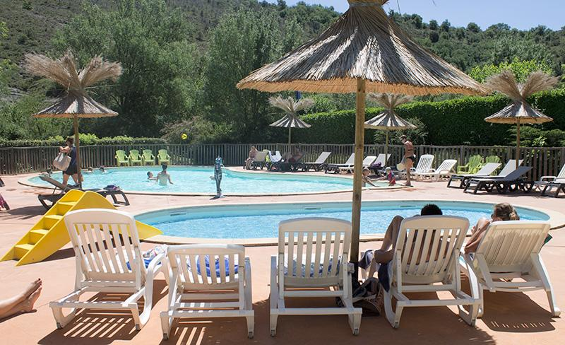 camping-saint-amand-laurac-ardeche-bord-piscine