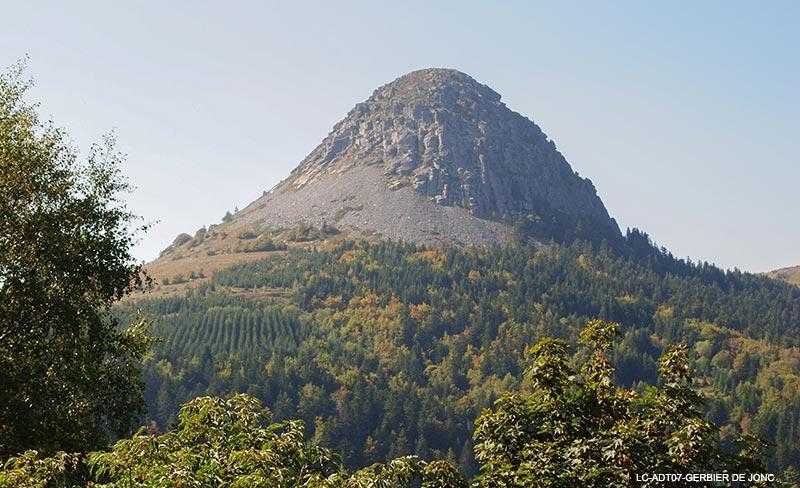 camping-saint-amand-laurac-visiter-mont-gertbier-de-jonc