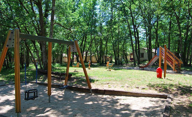 camping-segalieres-aire-de-jeux