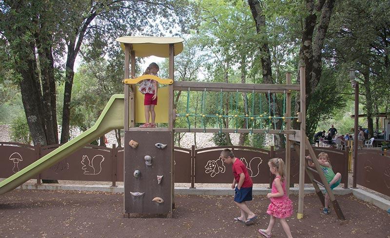 camping-sous-bois-st-maurice-d-ibie-loisirs-aire-de-jeux-enfants-2019