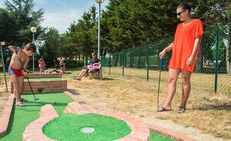 camping-trianon-mini-golf
