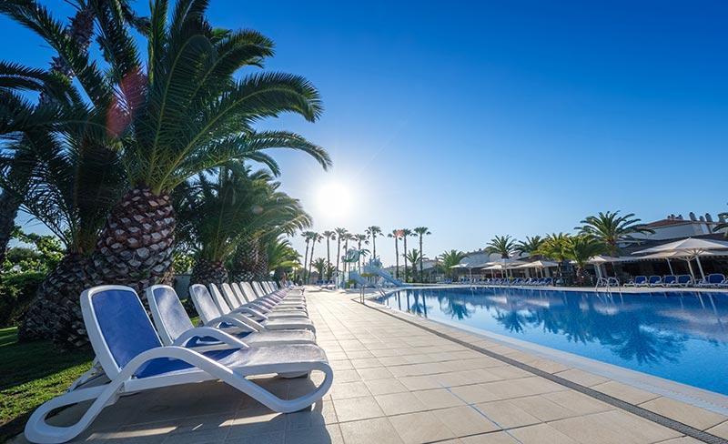camping-vendrell-playa-bain-de-soleil-piscine-costa-dorada