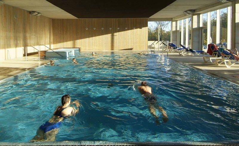 camping-vilanova-park-costa-dorada-piscine-couverte.jpg
