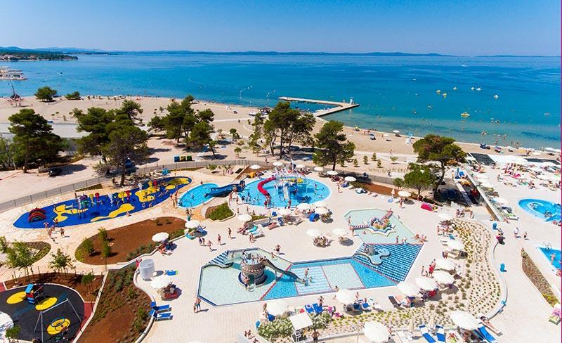 camping-zaton-croatie-piscines-enfants-bord-de-plage