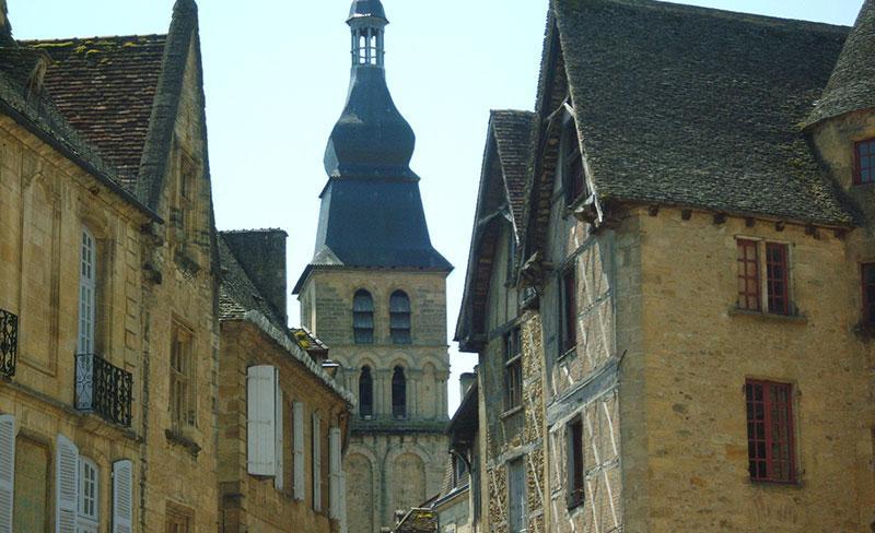 domaine-de-quercy-village.jpg