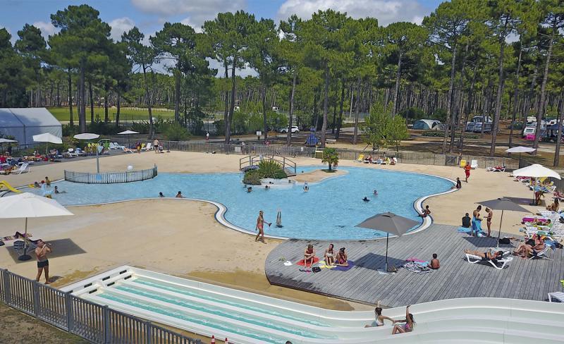 piscine-toboggan-camping-medoc-plage-vendays-montalivet-35755.jpg