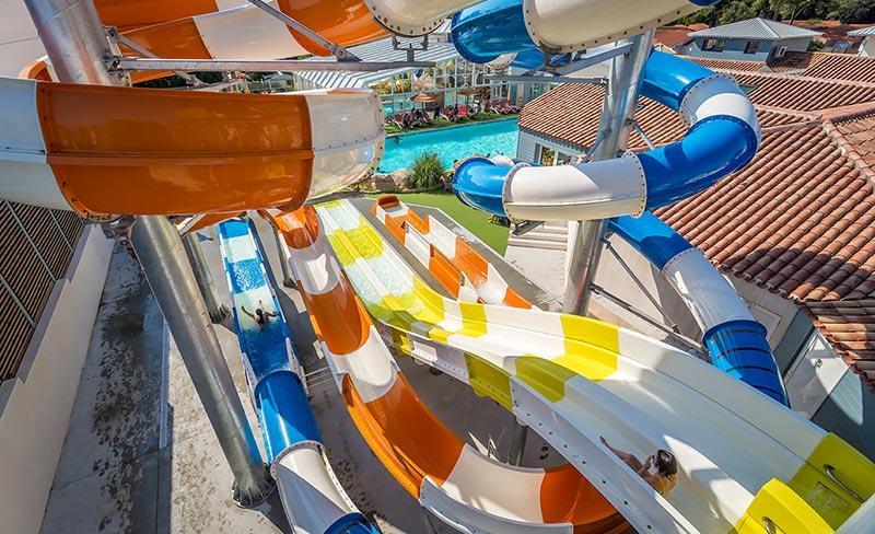 slider-camping-les-pirons-parc-aquatique-exterieur-2019.jpg